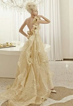 Shimmering ivory gown with flowers, ruffles and tiers