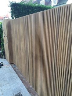 Modern Wood Fence, Modern Fence Design, Modern Pool House, Modern Pools, Privacy Screen Outdoor, Small Terrace, Small Courtyards, Gravel Garden, Front Gates