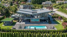 In the most desirable part of British Properties, sits this very inviting and ultra luxury estate home where Location, Design and Quality (with their highest. Luxury Estate, Luxury Life, Beautiful Home Designs, Beautiful Homes, Dream Mansion, Luxury Rooms, Luxury Houses, Modern Mansion, Mansions Homes