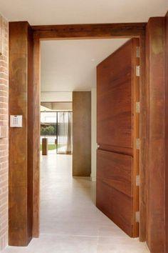Main Door Design, Front Door Design, Brown Front Doors, Modern Villa Design, Contemporary Front Doors, Bungalow Interiors, Door Detail, Room Interior Design, Entrance Doors