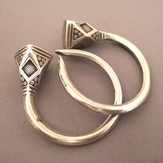 *|*  Silver Algerian Earrings 'tsabit'.  From the area of High Kabylie.. the pyramidal ends characterizes the 'Ulimeden' women.