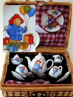 Paddington Bear tea set :o) Paddington Bear Party, Childrens Tea Sets, Wicker Picnic Basket, Tea Art, My Cup Of Tea, Heart For Kids, Party Time, Tea Cups, Teddy Bear