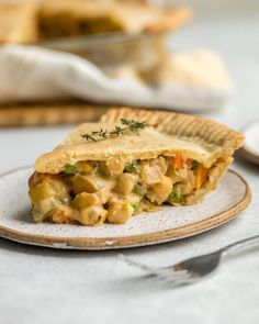 Vegan Chick(pea) Pot Pie: Hearty and Cozy, this Chickpea Pot Pie has a flaky crust, lots of veggies, a creamy sauce, and plenty of plant-based protein thanks to Chickpeas! Vegan Pot Pies, Vegan Pie, Vegan Dishes, Vegan Vegetarian, Vegetarian Recipes, Vegan Food, Quick Easy Meals, Whole Food Recipes, Free Recipes