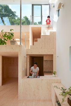 Tomohiro Hata: ridged metal home in Kobe. - Tomohiro Hata: ridged metal home in Kobe. Pitched … – Tomohiro Hata: ridged metal home in Kobe. Houses Architecture, Japanese Architecture, Interior Architecture, Interior And Exterior, Interior Design, Drawing Architecture, Plywood Interior, Hillside House, Metal Homes