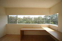 書斎: Atelier Squareが手掛けた書斎です。 Study Office, Corner Desk, Windows, Space, Room, House, Furniture, Home Decor, Houses
