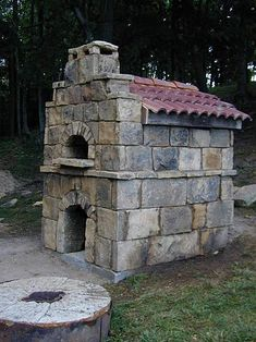 This is my oven. I built it in 2008. This photo was taken right after the first firing.