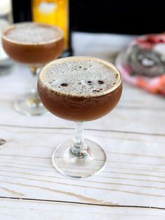 This Mocha Espresso Martini is the perfect blend of chocolate and coffee liqueurs chilled in a coup glass. This brunch cocktail is a nice change of pace from the classic Mimosa for a morning cocktail. Brunch Drinks, Coffee Cocktails, Cocktail Drinks, Fun Drinks, Yummy Drinks, Cocktail Recipes, Beverages, Breakfast Crockpot Recipes, Easy Drink Recipes