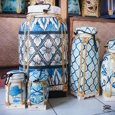 I K I - Blue and white painted rice basket container Thai Design, Asian Design, Asian Baskets, Storage Boxes, Chinoiserie, Interior Styling, Interior Decorating, Rice Box, Thailand
