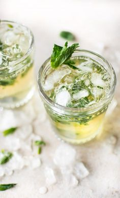 This easy mint julep recipe is the classic refreshing Kentucky Derby cocktail with bourbon, simple syrup, and mint. #mintjulep