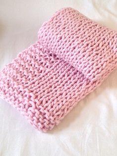 FREE PATTERN  Ravelry: Chunky Baby Blanket pattern by Au bout du pré Auboutdupre.com