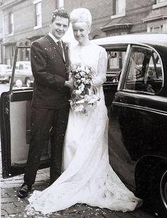 Esta pareja celebró 50 años de amor vistiendo lo mismo que usaron el día de su boda en 1966