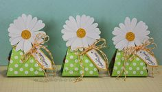 Scrapping Mommy : Daisy Treat Holders - Flowers cut with the Walk In My Garden cartridge