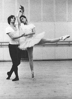 Нездешний сад Рудольфа Нуреева's photos Margot Fonteyn, Most Beautiful Words, Ballet Beautiful, Ballet Photography, Vintage Photography, Rudolf Nurejew, Male Ballet Dancers, Ballet Art, Dance Magazine