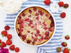 This Muslim Girl Bakes: Strawberry Cake. New Recipes, Cake Recipes, Dessert Recipes, Desserts, Muslim Girls, Food Diary, Quiche, Strawberry, Postres