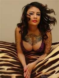 Tante Cantik Yang Ada TATOO http://tantegirang.mobi