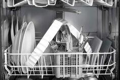 Täglich:  Gehen Sie lieber nicht aus dem Haus, ohne vorher das Bett gemacht zu haben, das Geschirr zu spülen und die gröbste Unordnung zu beseitigen. Heißt: Getragene Kleidung kommt zurück in den Schrank oder in den Wäschekorb, Müll in den Mülleimer, Reste vom Frühstück zurück in den Kühlschrank. Extratipp: Schachteln, Körbe und Kartons lassen Chaos keine Chance und sorgen für blitzschnelles Aufräumen.