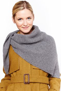 The Dreiecktuch is a perfect beginner piece: it is knitted on the crotch right and goes with Shawl Patterns, Knitting Patterns, Crochet Scarves, Knit Crochet, Neck Warmer, Knitting Projects, Handicraft, Turtle Neck, Diy And Crafts