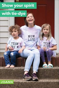 Tie dye for the team! Team family, that is. This is a fun project that everyone can help with — tie dye, personalize, wear. It's a total win!