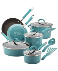All hands on. Built with the can-do confidence of durable aluminum & hard enamel porcelain, this charming set provides incredible heat control for precision, gourmet meal making. A standout espresso-h