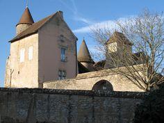 Château de Savianges►►http://www.frenchchateau.net/chateaux-of-bourgogne/chateau-de-savianges.html?i=p