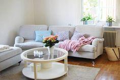 Flytten börjar äntligen närma sig sitt slut. #hemma #mitthem #interior #interiordesign #inredningsinspiration #sweden #summer #light #pink #roomforinspo #inspo #interior4all #rosa #färg #pelargon #hortensia #mio #miomöbler #howard #sommar #inredning