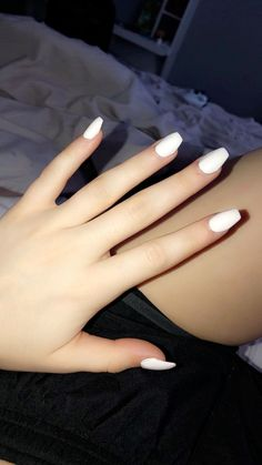 Semi-permanent varnish, false nails, patches: which manicure to choose? - My Nails Acrylic Nails Natural, Simple Acrylic Nails, Acrylic Nail Designs, Acrylic Nails Coffin Short, White Coffin Nails, White Nails, Claw Nails, Gel Nails, Nagel Gel