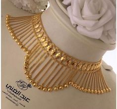 Short Gold Necklace Jewelry Designs For Women - Kurti Blouse Gold Necklace Simple, Gold Jewelry Simple, Silver Jewelry, Gold Choker Necklace, Silver Ring, Gold Jewellery Design, Bead Jewellery, Jewellery Shops, Handmade Jewellery