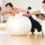 4 Razones para agregar una bola de ejercicio a su gimnasio en casa