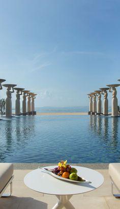 """""""The Mulia"""" auf Bali ist das beste Strandresort der Welt. Wer das sagt? Die Leser des Condé Nast Travelers. Hier geht es zum Ranking: http://www.travelbook.de/welt/Neues-Ranking-Die-besten-Strand-Resorts-der-Welt-597823.html"""