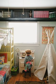 Lovely Kid's Bedroom/ Ceiling Wrap-Around Bookshelf Unique Bookshelves, Floating Bookshelves, Wall Bookshelves, Bookshelf Ideas, Book Shelves, Bookcase, Kids Bedroom, Bedroom Decor, Bedroom Ceiling