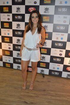 Aprenda a usar short de alfaiataria com famosas como Bruna Marquezine