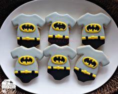 Ideas para un original Candy Bar de Batman Fancy Cookies, Cute Cookies, Cupcake Cookies, Sugar Cookies, Cupcakes, Batman Cookies, Superhero Cookies, Baby Batman, Batman Party