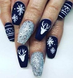 50 Voguish Christmas nails that add to the festive mood .- 50 Voguish Christmas nails that best reflect the festive mood - Christmas Gel Nails, Xmas Nail Art, Christmas Nail Art Designs, Winter Nail Art, Holiday Nails, Winter Nails, Silver Christmas, Seasonal Nails, Winter Nail Designs