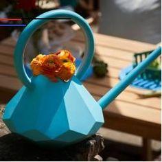 #modernlandscapedesign - Diamond Gießkanne. Eine Handtasche voll Wasser für den Garten: Linda Brattlöf bringt mit ihrer Garden Glory Kollektion den Glamour ins Blumenbeet! Statt schwerem Metall wählt sie (pflege-) leichten Kunststoff, statt der üblichen Tonne eine schmucke Kristallform. Letztere überzeugt mit ihrem tiefen Schwerpunkt, der das Gießen und Wässern der Pflanzen erleichtert. Wie auch der runde Griff zum Tragen der Kanne und die lange Tülle zum punktgenauen Gießen. Überdies… Black Garden, Pink Garden, Shade Garden, Garden Design Plans, Home Garden Design, Landscape Designs, Garden Landscape Design, Easy Garden, Indoor Garden
