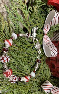 Christmas bracelets with handmade lamp work glass beads. Having fun making my own beads! Handmade Lamps, Lampwork Beads, Glass Beads, Christmas Wreaths, Jewelry Making, Holiday Decor, Bracelets, Fun, Inspiration