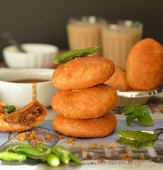 Easy to follow step by step recipe of Urad Dal Kachori. How to make khasta kachori, moong Dal ki kachori recipe, Rajasthani Urad dal ki Khasta Kachori