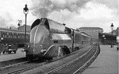 Août 1938 - Départ du Paris-Lyon-Méditerranée (PLM) - Locomotive 221 B 1 - Gare de Lyon à Paris. France