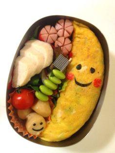 Twitter from @yucca_26 今日は『バナナオム弁当』サラダほうれん草にトリハムを添ーえーて〜。#obentoart