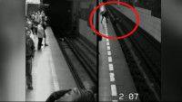 V pražskom metre sa odohrala dráma! Potácajúca žena spadla na koľajnice v momente, keď prichádzal vlak. Ako to dopadlo? Dozviete sa na http://tvnoviny.sk/sekcia/zahranicne/archiv/zena-spadla-v-prahe-pod-metro-vsetko-zachytila-kamera.html (Foto: Polície ČR)