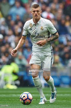 Toni Kroos of Real Madrid in action during the La Liga match between Real Madrid CF and Valencia CF at Estadio Santiago Bernabeu on April 29, 2017 in Madrid, Spain.