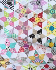 """""""Slow sewing. Rows 1+2+3+4. #thedaisychainproject #epp #englishpaperpiecing #patchwork #sewandquiltpaperpieces"""""""