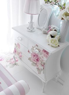 Super ideas for shabby chic bedroom diy furniture ideas Shabby Chic Pink, Shabby Chic Bedrooms, Shabby Chic Style, Shabby Chic Homes, Shabby Chic Decor, Shabby Vintage, French Vintage, Decoupage Furniture, Shabby Chic Furniture