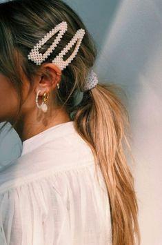 Tendências de verão 2020 as apostas da moda - Charme-se - Chic Ponytail And Hair Accessories You are in the right - Hair Day, My Hair, Clip Hairstyles, Cute Bandana Hairstyles, Fringe Hairstyle, Party Hairstyle, Hairstyle Ideas, Aesthetic Hair, Pearl Hair