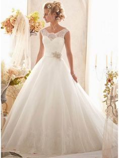 A-LINE/PRINCESS SLEEVELESS TULLE SCOOP CHAPEL TRAIN APPLIQUE WEDDING DRESSES, LACE BEADED BELT/SASH WEDDING DRESS 2015