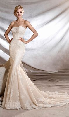 Try this irresistible mermaid wedding dress, fitted to the hips, with a strapless neckline. A magnificent creation that enhances the beauty of the bride. Made of tulle, with lace and guipure floral motifs all over the body. From Pronovias. Available at Schaffer's in Des Moines, Iowa. Wedding Dress Info: PRONOVIAS – STYLE ORINOCO.