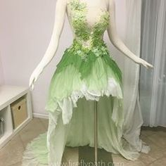 Tinkerbell Gown Heavily inspired by the art of Hannah Alexander Artwork Fairytale Dress, Fairy Dress, Pretty Outfits, Pretty Dresses, Tinkerbell Dress, Rave Costumes, Fantasias Halloween, Fantasy Gowns, Gala Dresses