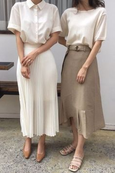 Simple white boxy shirt with pleated midi skirt outfits All White Minimal Outfits For Summer Mode Outfits, Skirt Outfits, Fashion Outfits, Fashion Styles, Skirt Fashion, Fashion Trends, Image Mode, Estilo Cool, Mode Ootd