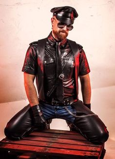 Rubber and leather bondage enthusiast Biker Leather, Leather Blazer, Leather Cap, Black Leather, Tight Leather Pants, Leder Outfits, Gay, Mens Gloves, Leather Fashion
