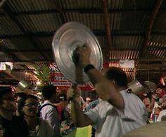Vecinos de San Ramón se tiran a las calles para raspar ollas