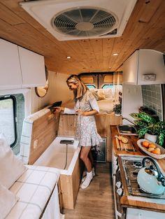 Van Conversion Interior, Camper Van Conversion Diy, Van Conversion Shower, Van Conversion Plans, Van Conversion Designs, Converted Vans, Kombi Home, Bus Living, Van Home